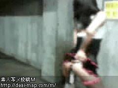【画像】バイブ挿入のまま露出する肉奴隷