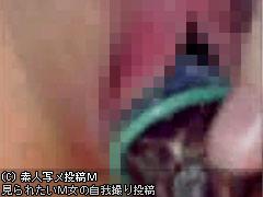 【画像】ナスを挿入してオナる人妻