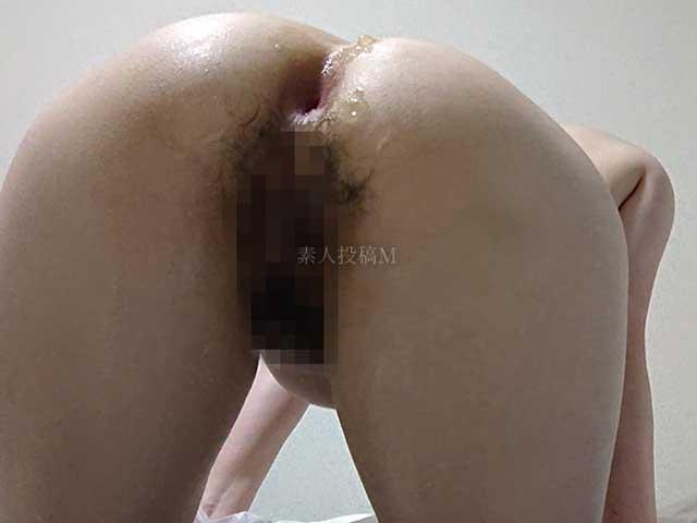 【画像】尻も性欲処理用にするためプラグを挿し込む牝犬